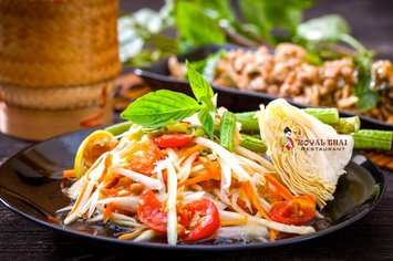 Eat Delicious Dishes In Thaise Restaurant